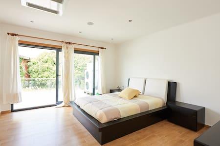 Spectacular Duplex Villa with Sea V - House