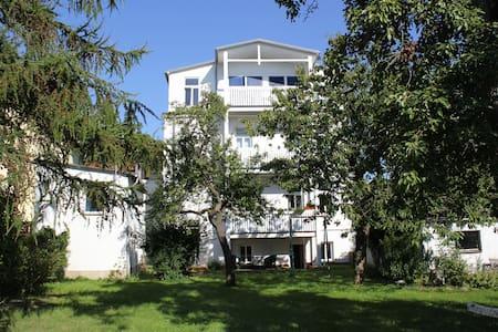 große, freundliche Gartenwohnung - Apartment