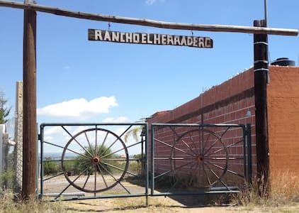 Rancho El Herradero - Hus