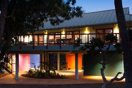 Hale ke Alaula (Sunset glow house) - House