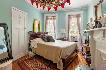 Sunny Brooklyn Brownstone Apartment