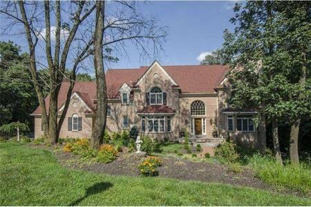 Large Gladwyne Home - House