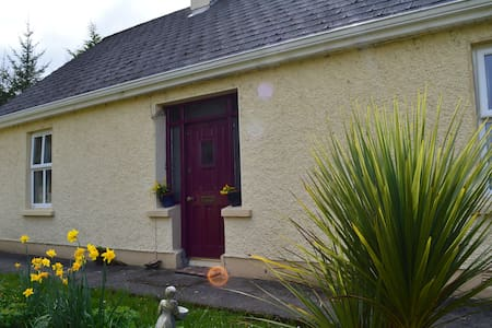 Quaint Country Cottage - Drumshanbo - Cabin