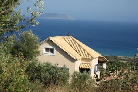 Studio with breathtaking view on the Ionian sea! - Bed & Breakfast