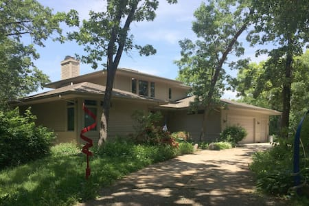 Beautiful home in quiet setting - Waukesha - Haus