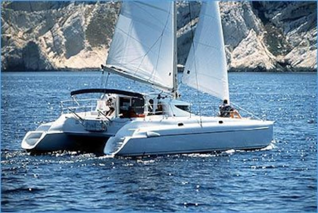 The popular fountaine pajot Catamarans are easy  to sail, with  room for up to 10 guests on day sails.