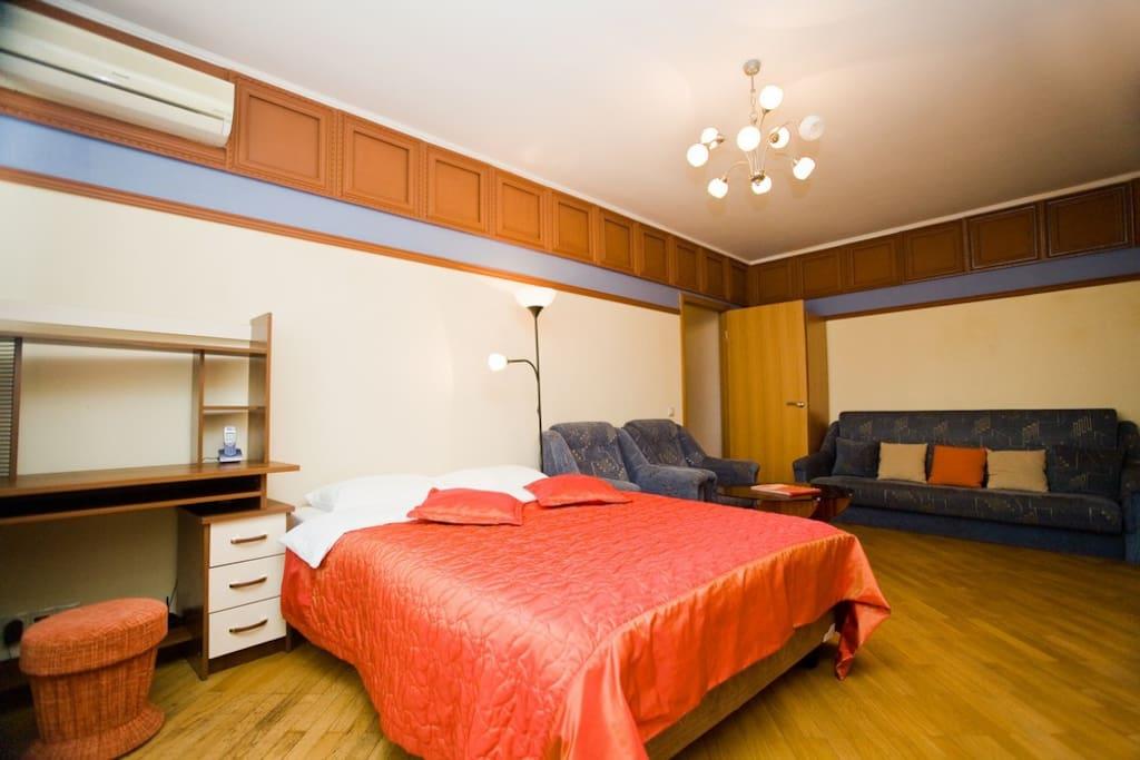075 2-room apt at Noviy Arbat 26
