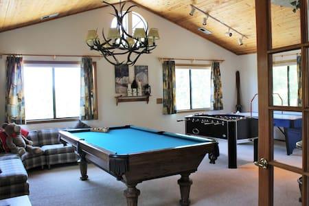 Mountain Hideaway:Amazing Game Room - Ház