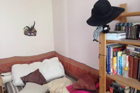 Chambre privée dans un grand duplex - Apartment