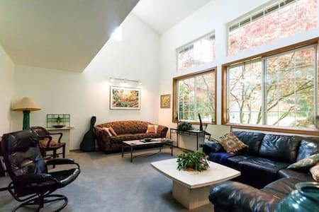 Lakeland Cedars Guest Suite For 4 - Loft
