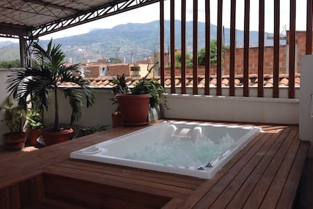 ROOFTOP JACUZZI MEDELLIN APARTMENT - Medellin