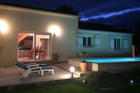 Villa avec piscine chauffée 10 min du Futuroscope - Cenon-sur-Vienne