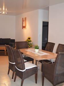 Idyllische Ferienwohnung im Weingut - Lägenhet