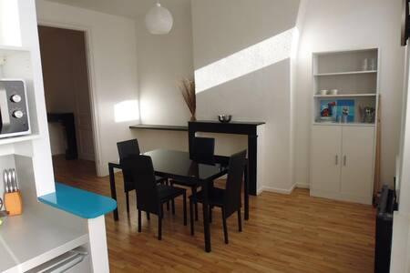 Joli F3 meublé (gare) et voiture - Apartament