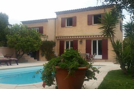 Chambre dans belle villa - Mougins - House