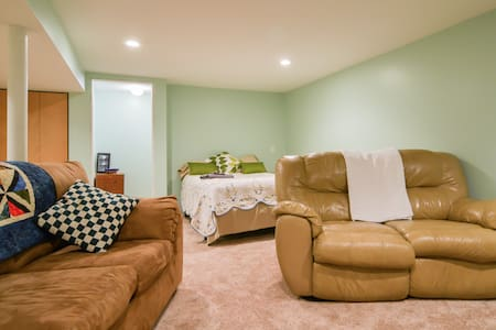 Comfy, Private Basement Suite - Rumah
