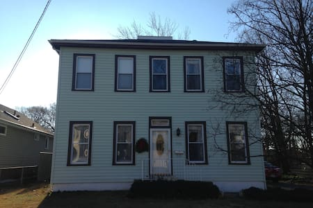 Room with two beds in historic home - Pennsauken Township - Rumah