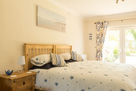 Lovely room a few minutes from M5 - Casa