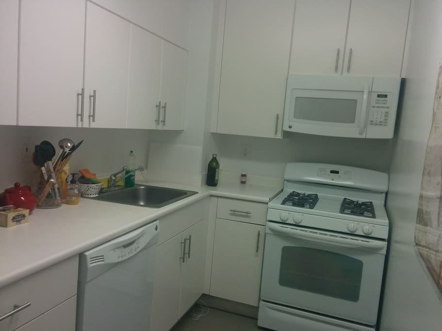 Fully stocked kitchen for those who love to cook!