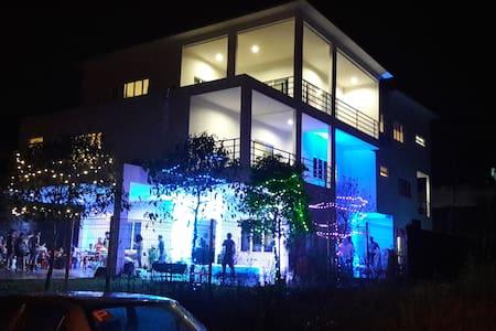 RAWANG HAPPY STATION[万挠开心加油站] - Rawang - Apartmen