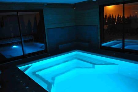 Chalet de charme  piscine balneo - Taninges