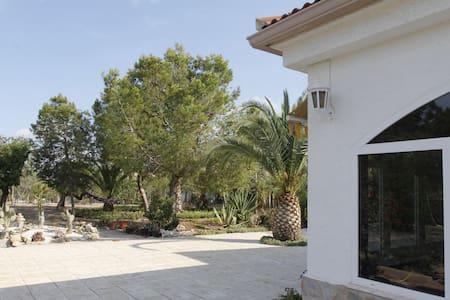 ELEGANT VILLA renting per week only - Casa