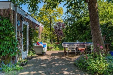 Private garden house near centre - 's-Hertogenbosch - Cottage