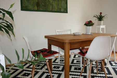 Zimmer in zentraler Wohnung in RV - Apartamento