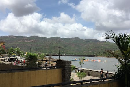Lake Facing Garden Apartment - Lavasa - Lejlighed
