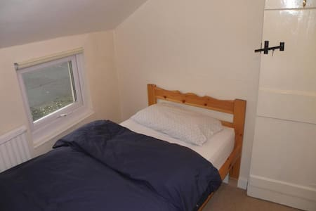 Áras GCC - Single Room Ensuite - Glencolumbkille - Bed & Breakfast