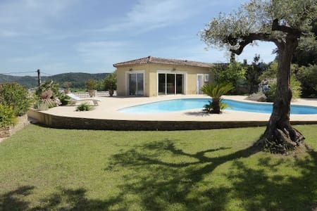 Pool house avec piscine et jardin aquatique - Rumah