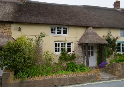 18thCentury 3 bed Thatched Cottage - Chideock - Casa