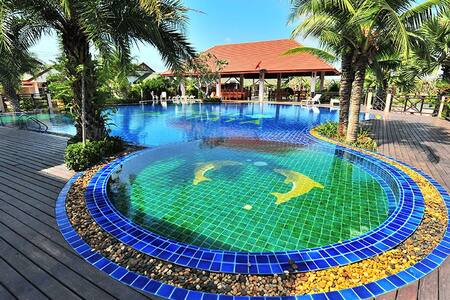 LUXURY VACATION HOME IN GATED AREA CLOSE TO BEACH - Pattaya