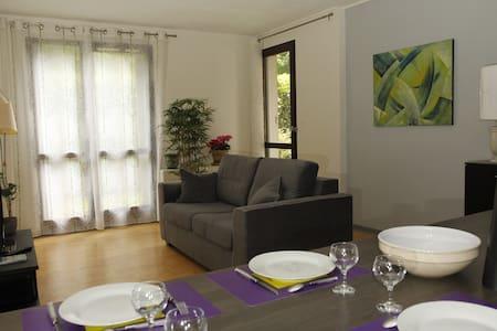 Appartement  3 pièces meublé centre d'Uriage . - Apartament