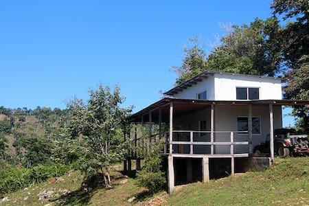 Modern Riverside Cabin - Ev