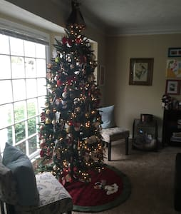 Charming, holiday decorated, home! - Woodstock - House