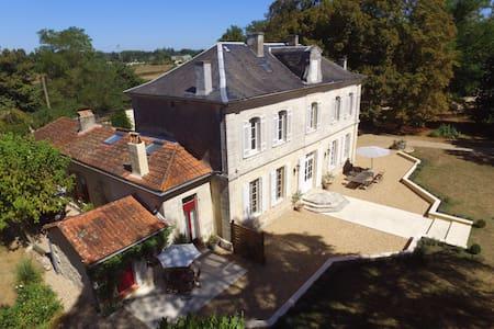 Le Petit Gîte a Villa Magnieu - Daire