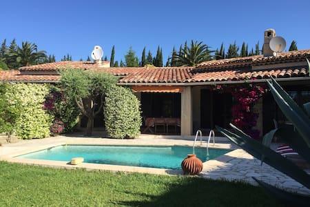 Charmante villa piscine près d'1 parcours de Golf. - Mandelieu-La Napoule