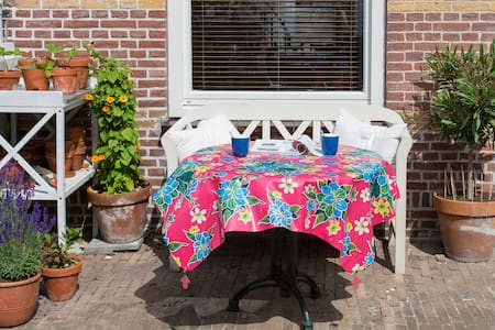Sunny and charming home - Huis