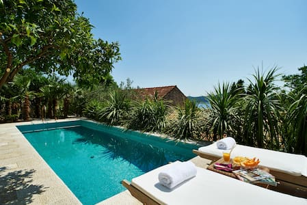 Villa Lemonia with Private Pool - Huvila