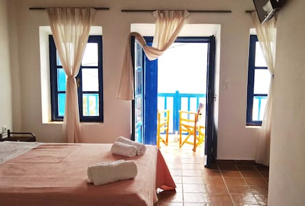 CASTELLO - Double Room with Balcony  (3) - Plaka - Bed & Breakfast