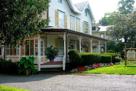 The Gables Bed and Breakfast Inn - Penzion (B&B)