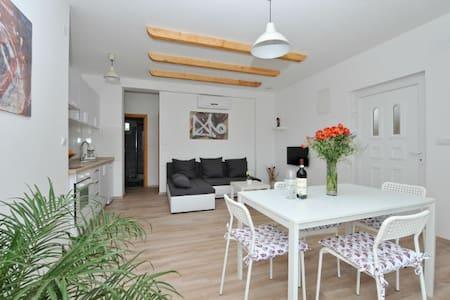 Apartments Ivkovic (A 2+2) 1 - Zadar - Huoneisto