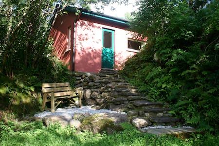Bothy in scenic mountain valley - Beara - House