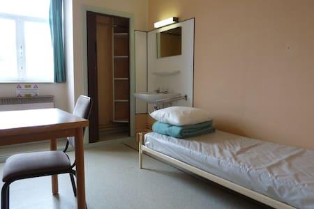 1 chambre seule (1 lit simple) - Villa