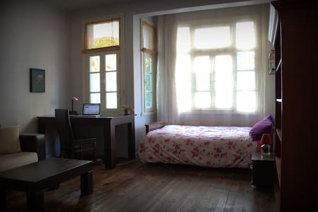 A BIG Room -1 minute from Taksim Square/Metro - Appartement