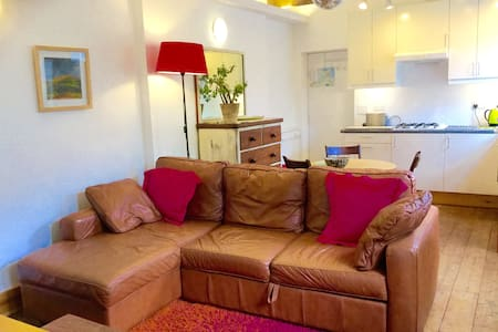 Modern, fully equipped, self contained apartment. Double bedroom with 6ft bed or two 3ft singles. Double bed settee in living area. Parking. Pet welcome  by arrangement. 5 minutes walk to town and beaches. The Loft has its own entrance from a private lane to the rear of No8 Windsor Terrace.