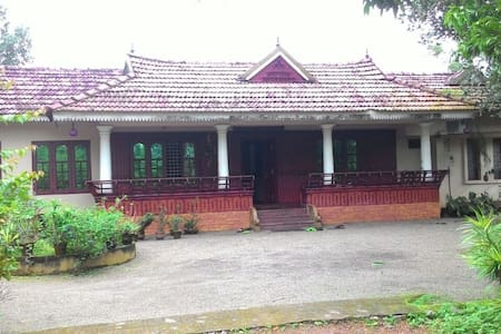 Private Room in a Heritage Home @ Kottayam - Rumah