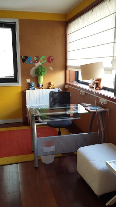 Suite 02 - you can have a desk if you need it !