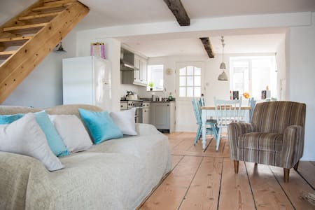 Cosy Beach Cottage 100m from sea - Challaborough